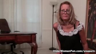 American milf Jayden lets you enjoy her butterfly labia